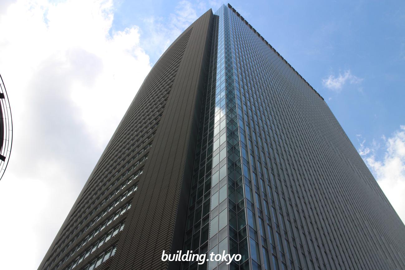 赤坂Bizタワーは、4階から38階にオフィス、地下1階から2階に赤坂Bizタワー SHOPS & DINING、地下3階から地下1階に駐車場がある地上39階、地下3階、塔屋1階、高さ179.25mの超高層ビルです。