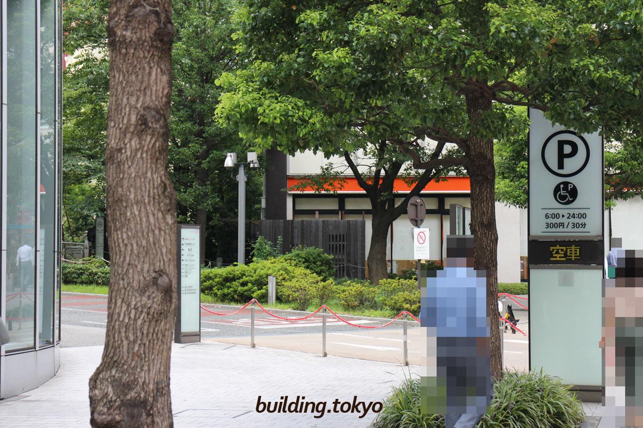 赤坂Bizタワー、駐車場入り口。