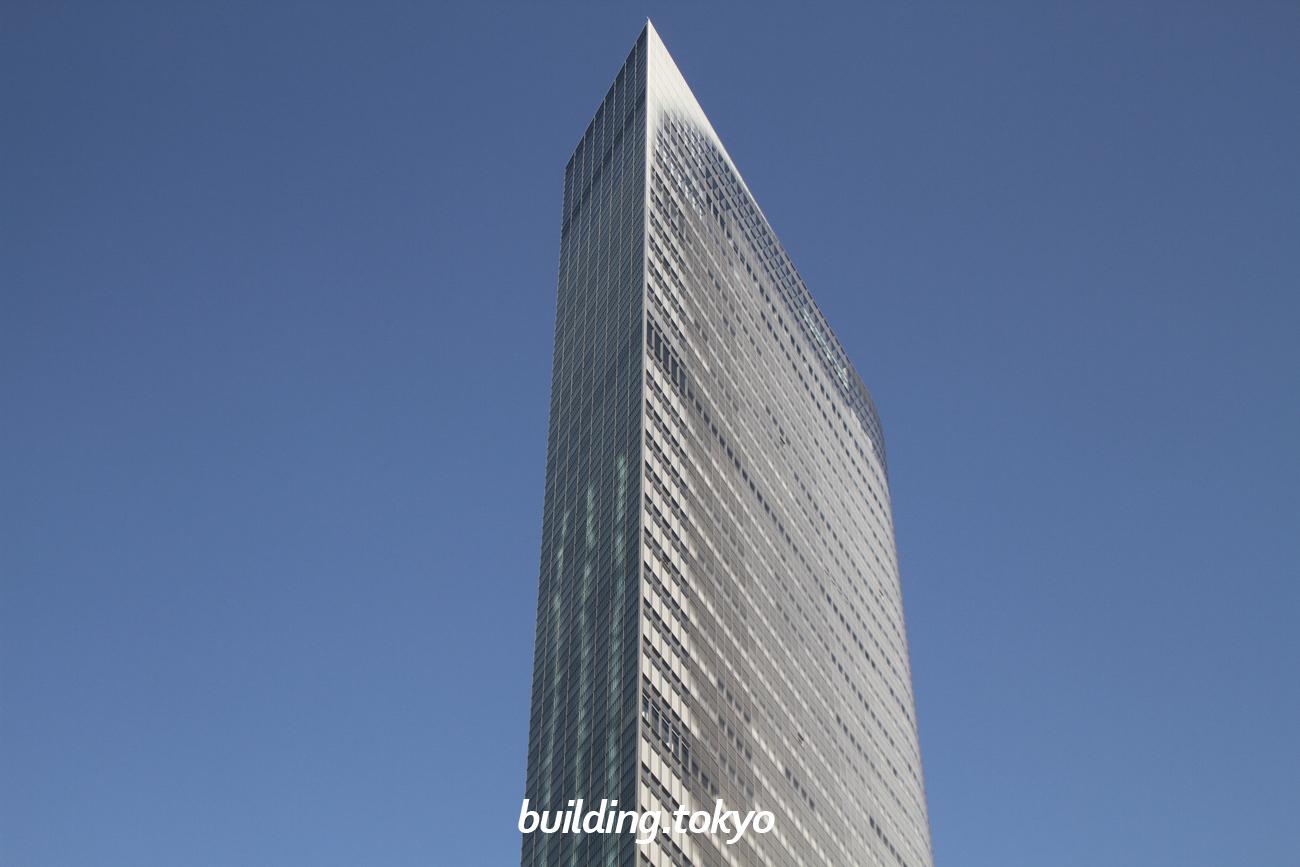 電通本社ビルは、47階・46階・3階から地下2階までが「カレッタ汐留」という約60の飲食店、ショップのほか「アドミュージアム東京」「大同生命ミュージカルシアター 電通四季劇場[海]」入る商業施設です。46階には無料の展望スペースがあります。