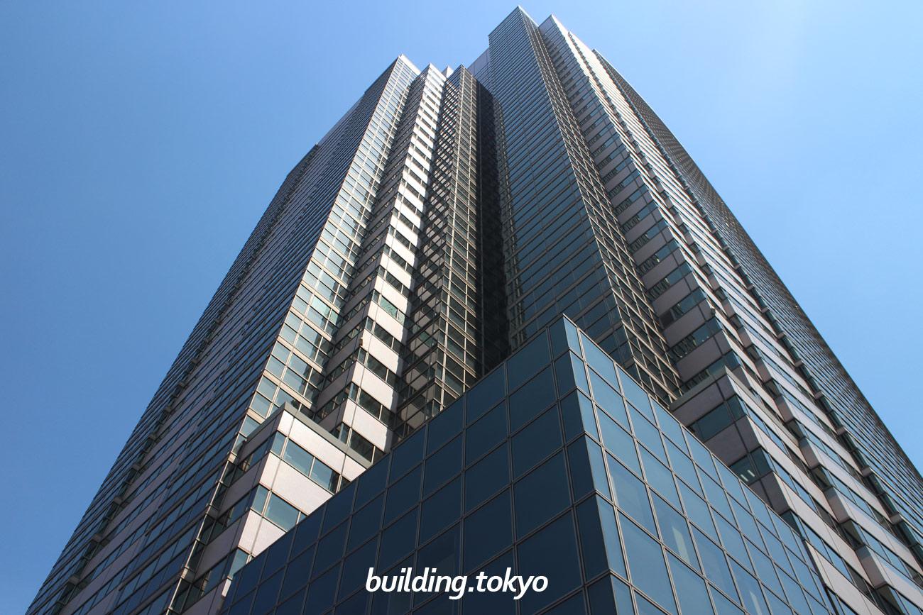 恵比寿ガーデンプレイスタワーは、恵比寿ガーデンプレイスタの中で最も高いビルで、38階39階が展望レストラン、5階から37階がオフィス、4階に貸会議室のSPACE6、地下2階から4階にはレストランや店舗、クリニックがあります。