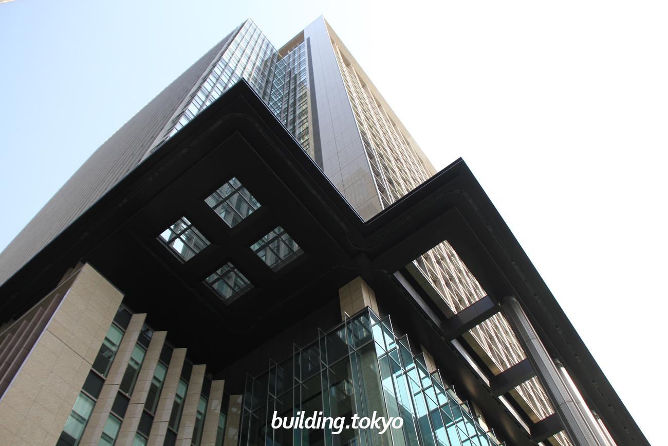 丸の内永楽ビルディングは、東銀ビルヂング(960年竣工)、三菱UFJ信託銀行東京ビル(1979年竣工)、住友信託銀行東京ビル(1985年竣工)の3棟のビルがあった跡地に建てられました。地下1階から2階がiiyo!!(イーヨ!!)です。