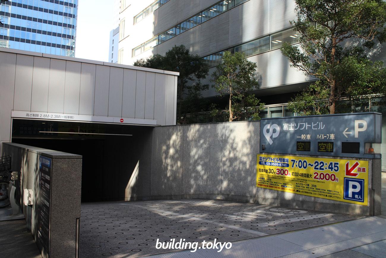 富士ソフト秋葉原ビル、駐車場入り口