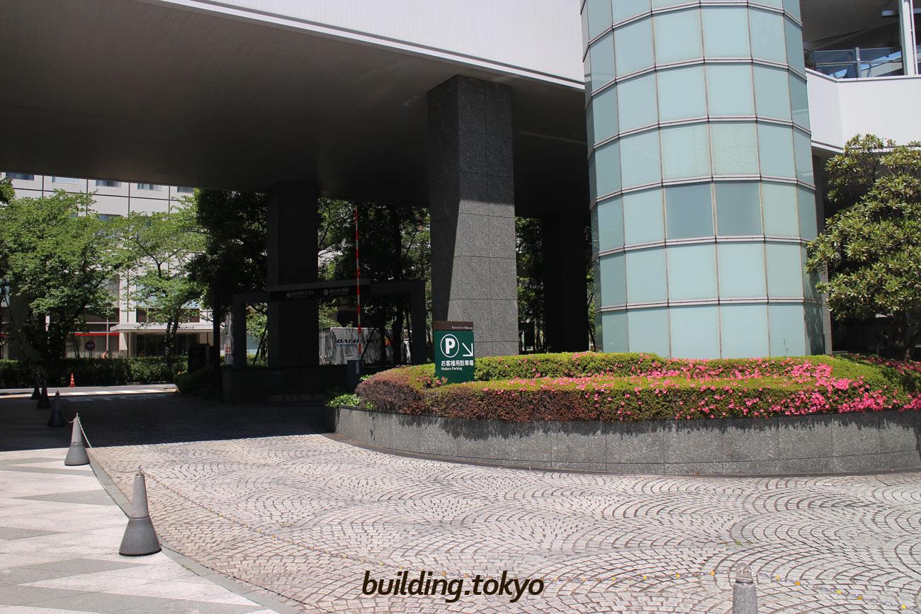 ゲートシティ大崎 ウエストタワー、駐車場入り口。