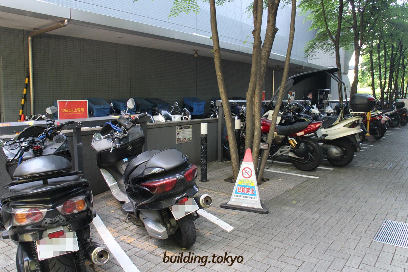 ゲートシティ大崎 ウエストタワー、バイク駐車場。