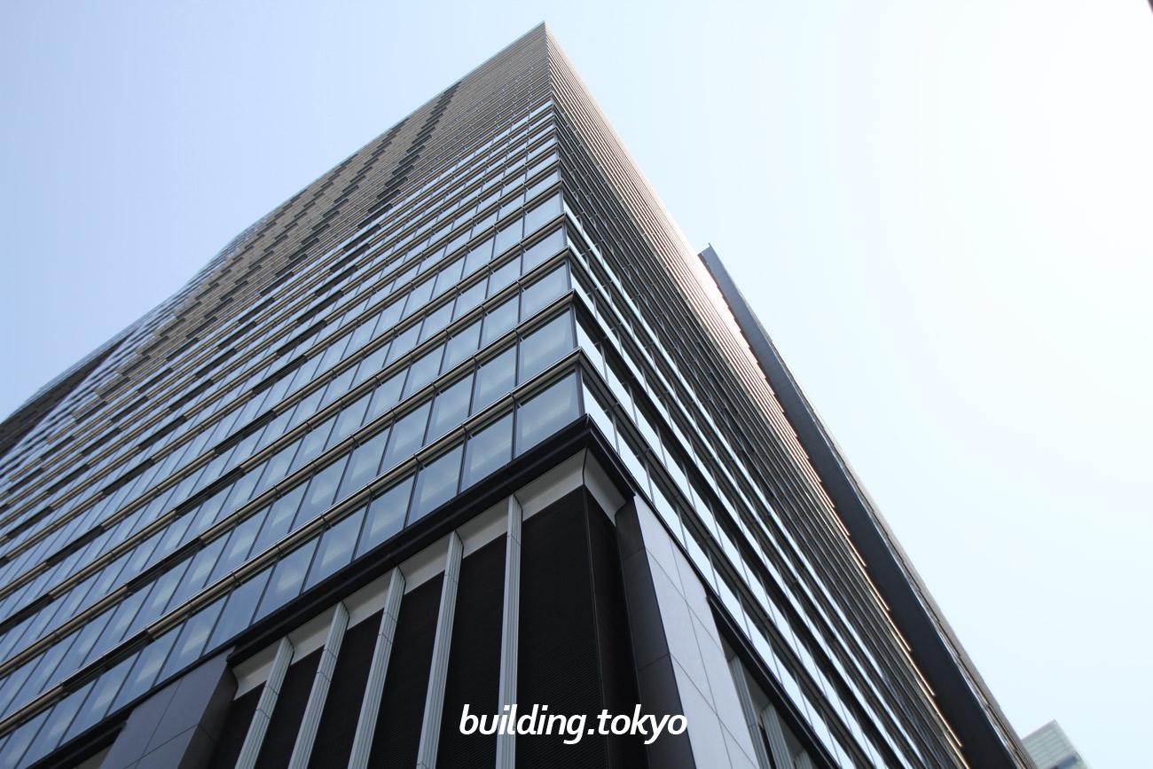 大手町フィナンシャルシティ グランキューブは、5つの路線が「大手町駅」に直結しており「東京駅」までは地下で直結。帰宅困難者が屋内で滞留可能な一時滞在施設(建物内最大約2,000㎡、約1,000人の収容が可能)を整備しています。