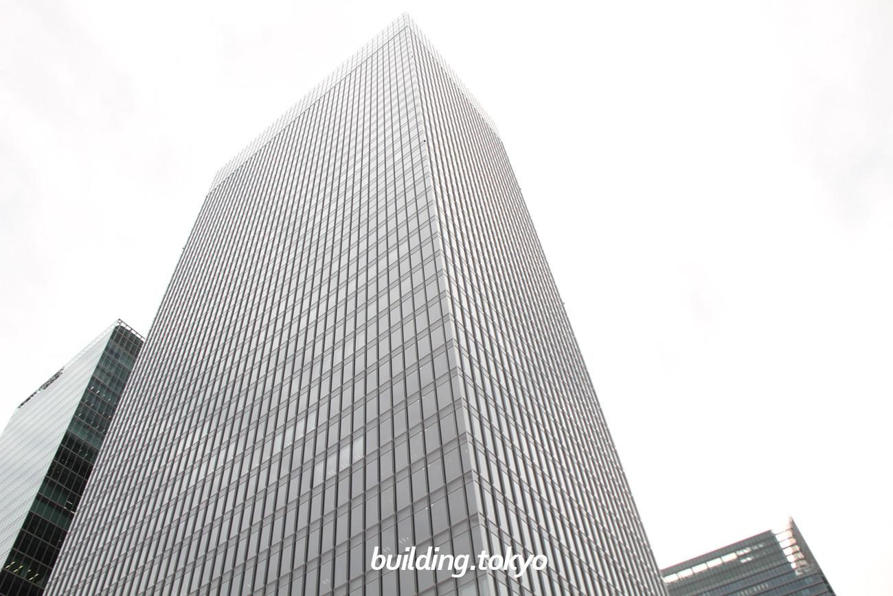 グラントウキョウサウスタワーは、ノースタワーとの間に4階建ての歩行者デッキ「グランルーフ」があります。東京駅、大手町駅、有楽町駅、日比谷駅など地下通路で接続していて、雨天時でも濡れずに移動が可能です。