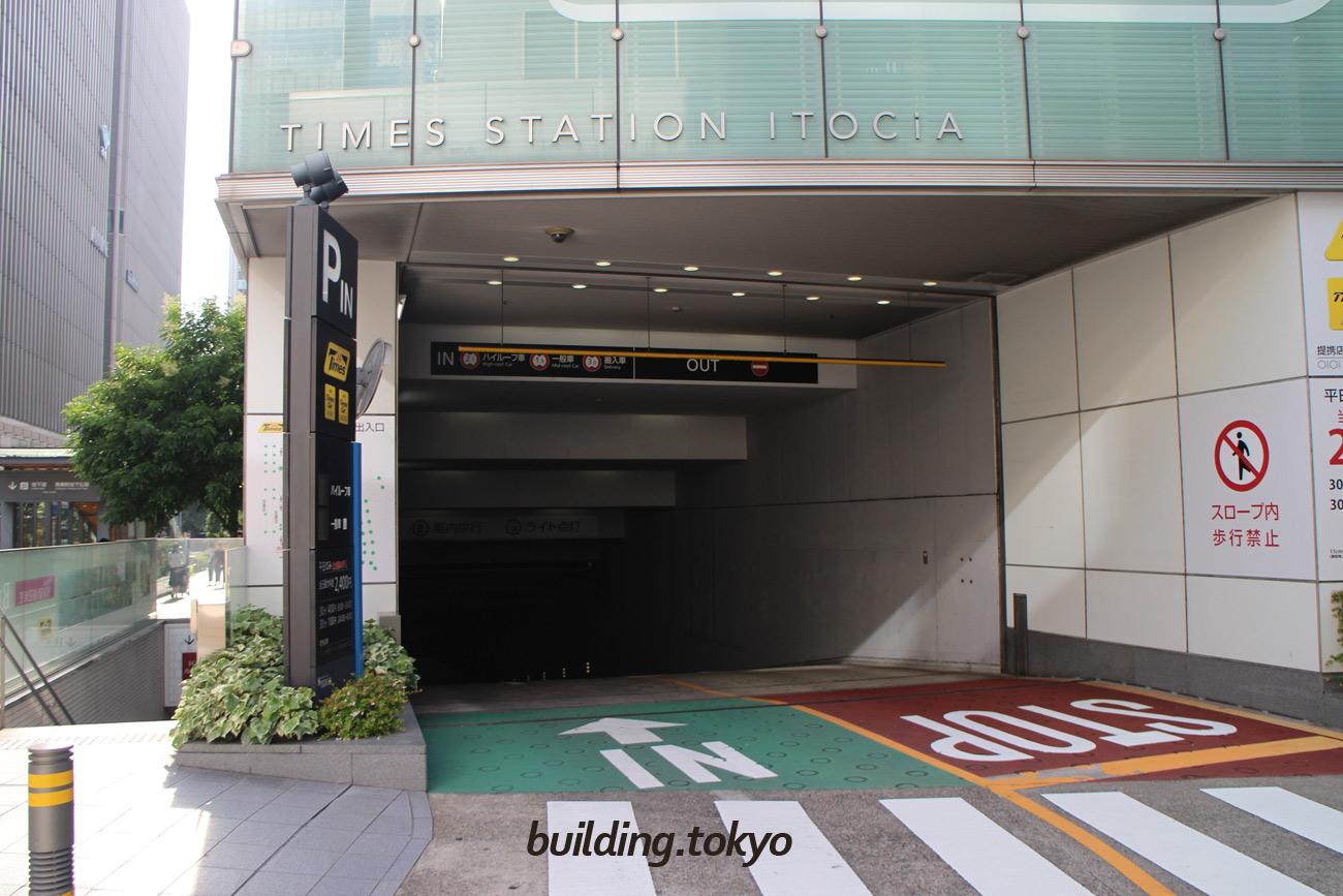 有楽町イトシア駐車場入り口。