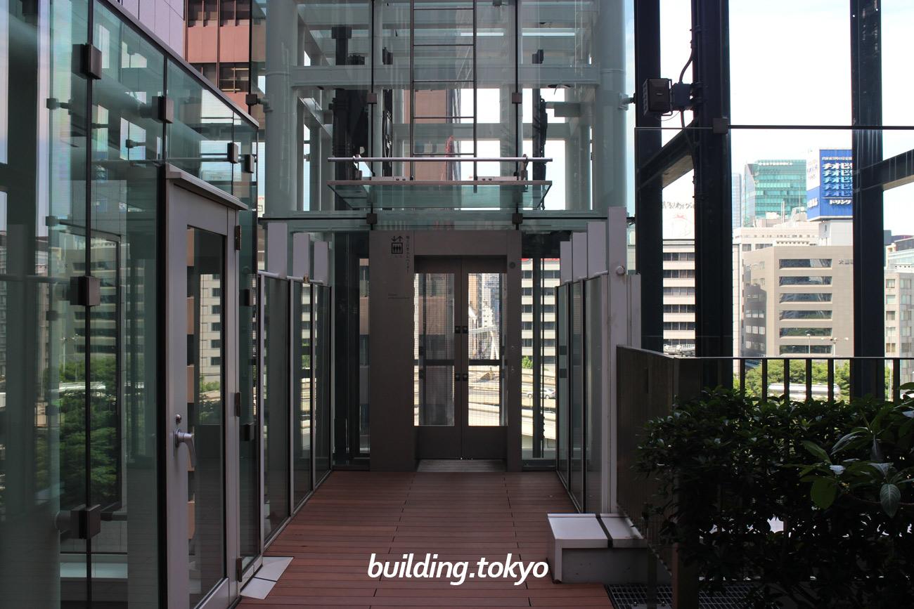 JAビル、スカイガーデン。屋上スカイガーデン側のエレベーター入り口です。