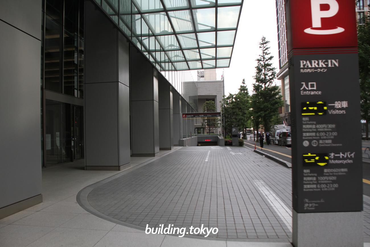 JPタワー。駐車場の入り口です