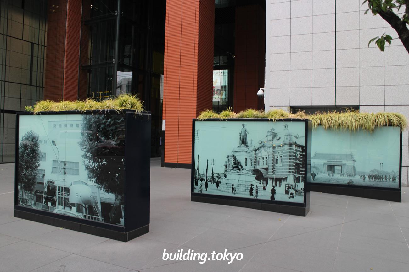 JR神田万世橋ビル。旧交通博物館や旧万世橋駅の懐かしい写真が飾られています。