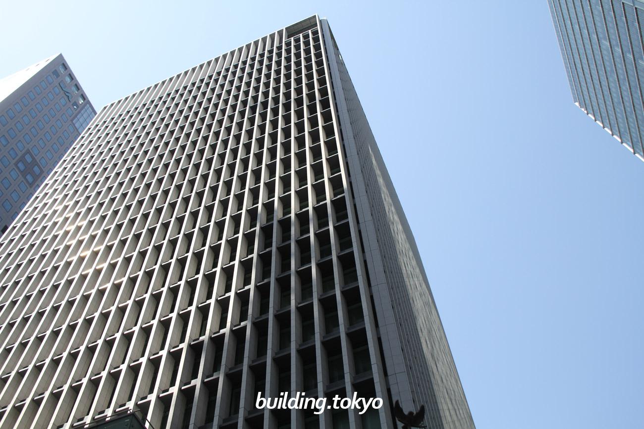 経団連会館には、日本経済団体連合会の本部などが入居しており、国際会議、パーティー、少人数の会合・会食等あらゆるニーズに対応可能な大小15の会議室があります。外観の特徴の1つとして、「フクロウの像」があります。
