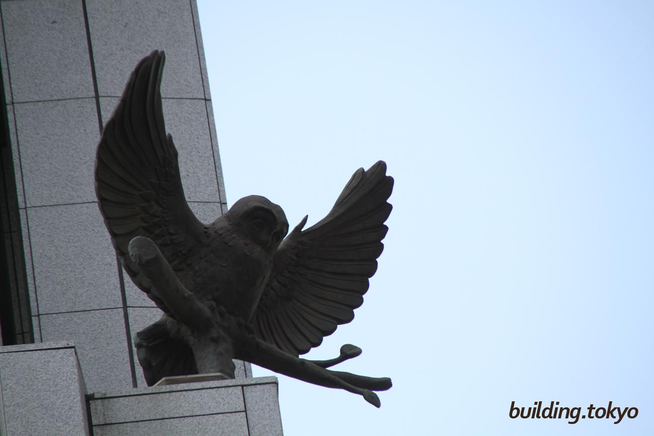 経団連会館、フクロウの像