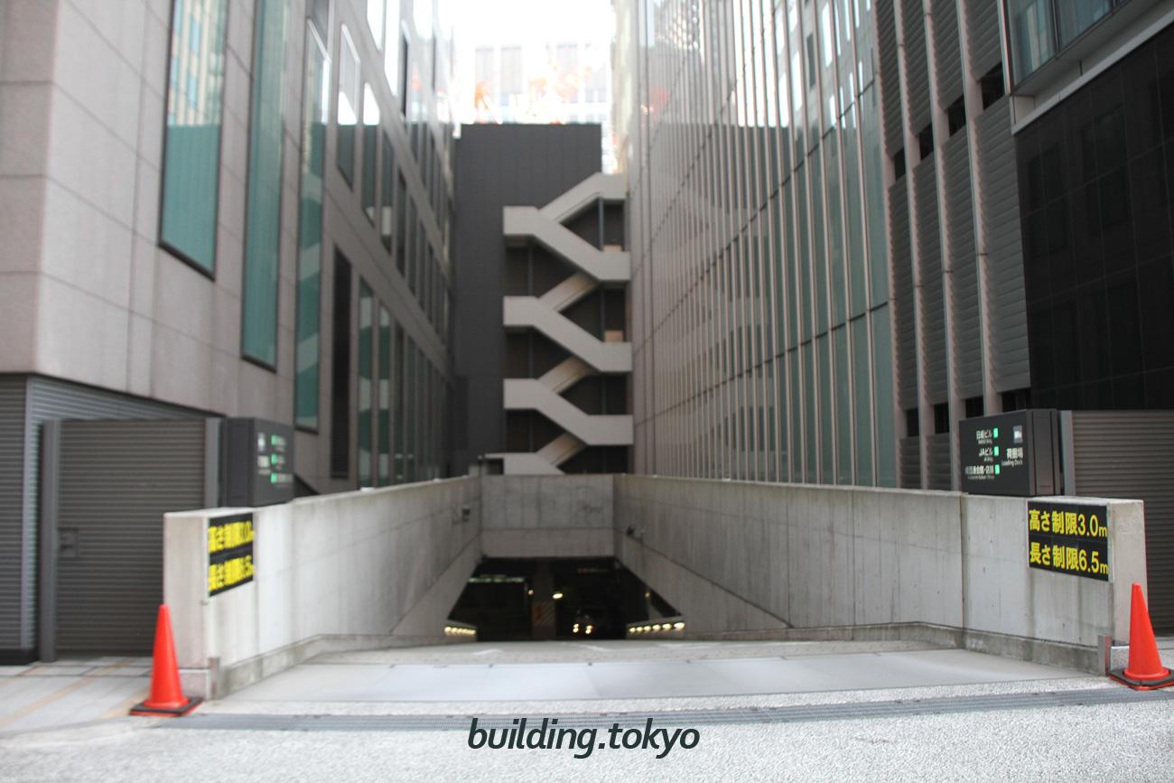 経団連会館の駐車場は地下2階になります。