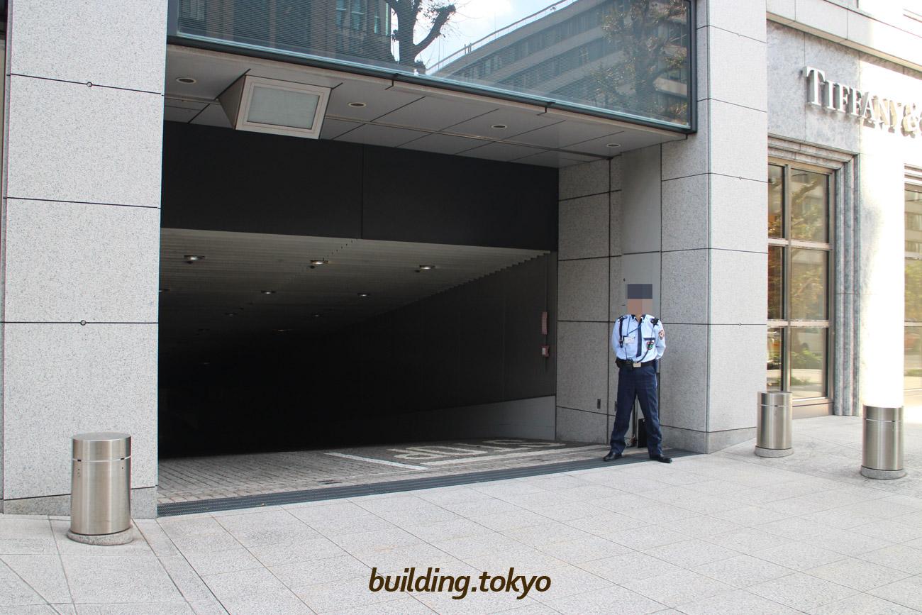 明治安田生命ビル駐車場入り口。