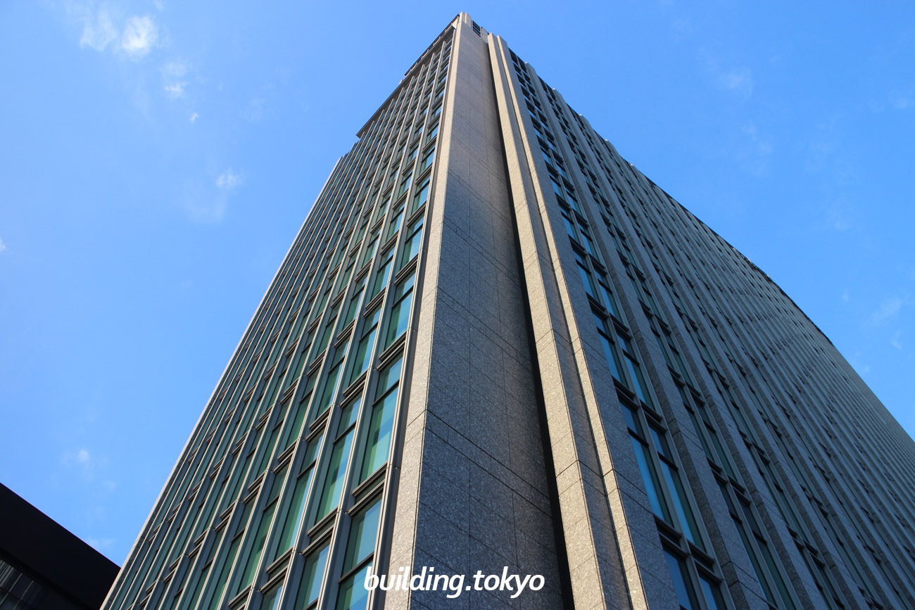 銀座三井ビルディングは、銀座地区で唯一のタワーホテルで、1階から15階までオフィス階、16階から25階がホテルの「三井ガーデンホテル銀座プレミア」になっています。16階にレストランと バー・ラウンジがあります。