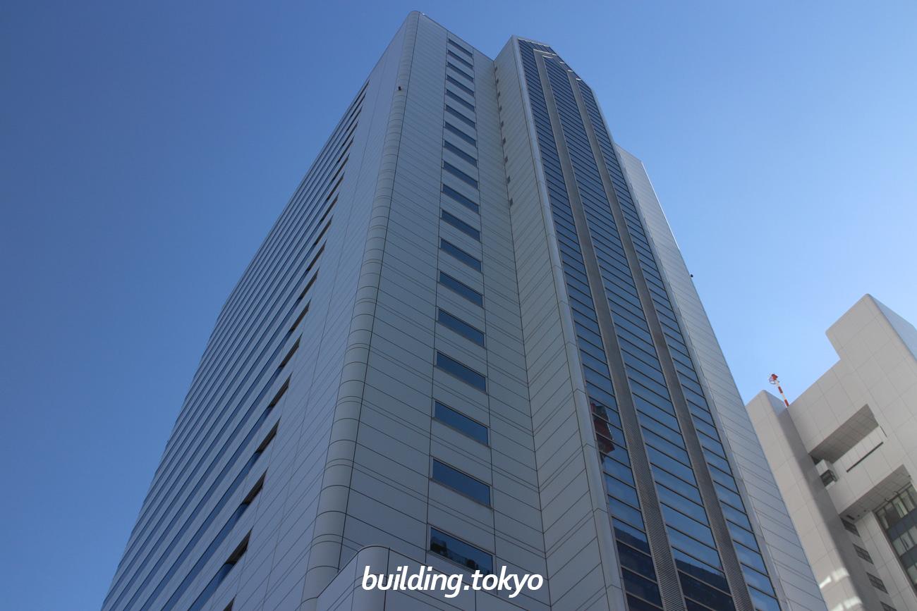 ニューピア竹芝ノースタワーは海岸沿いに立つビルで、最上階には「銀座アスター ベルシーヌ竹芝」が入居し、他にも「つきじ植むら 竹芝賓館」やカフェ、ウエディング施設、1階には多目的ホールの「ニューピアホール」があります。