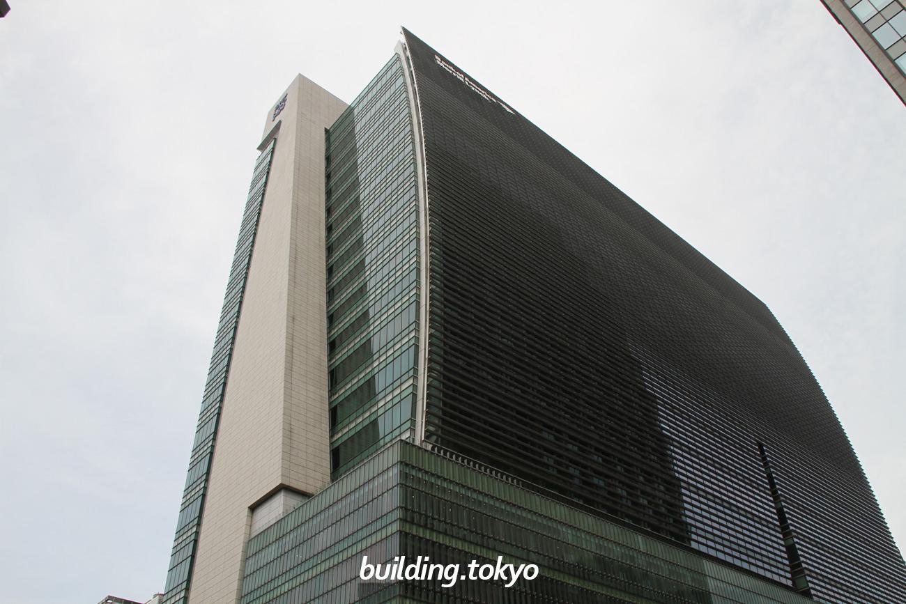日本橋一丁目三井ビルディングは、永代通りと中央通りが交わる日本橋交差点に位置しており、4階から地下1階は「コレド日本橋」です。東京メトロ銀座線・東西線・都営地下鉄浅草線「日本橋」駅に直結しており、「三越前」駅や「東京」駅からも徒歩圏内です。