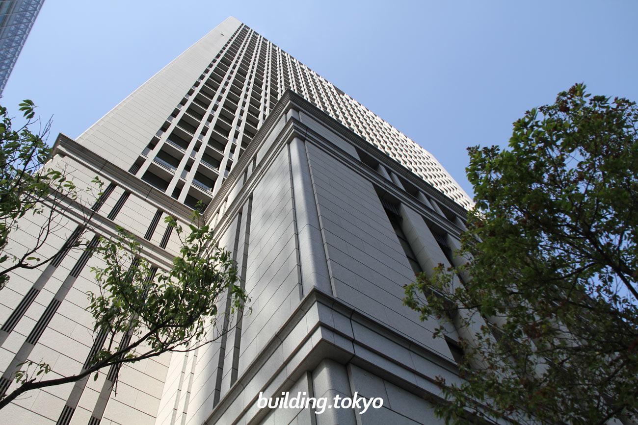 日本生命丸の内ビルは、旧国鉄本社ビル跡地再開発として建設されました。「110年の礎を活かし,未来へ発展する本部ビル」を方針に、「長寿命」「フレキシビリティ・効率性」「環境への配慮」の三つの要素をテーマに計画されました。