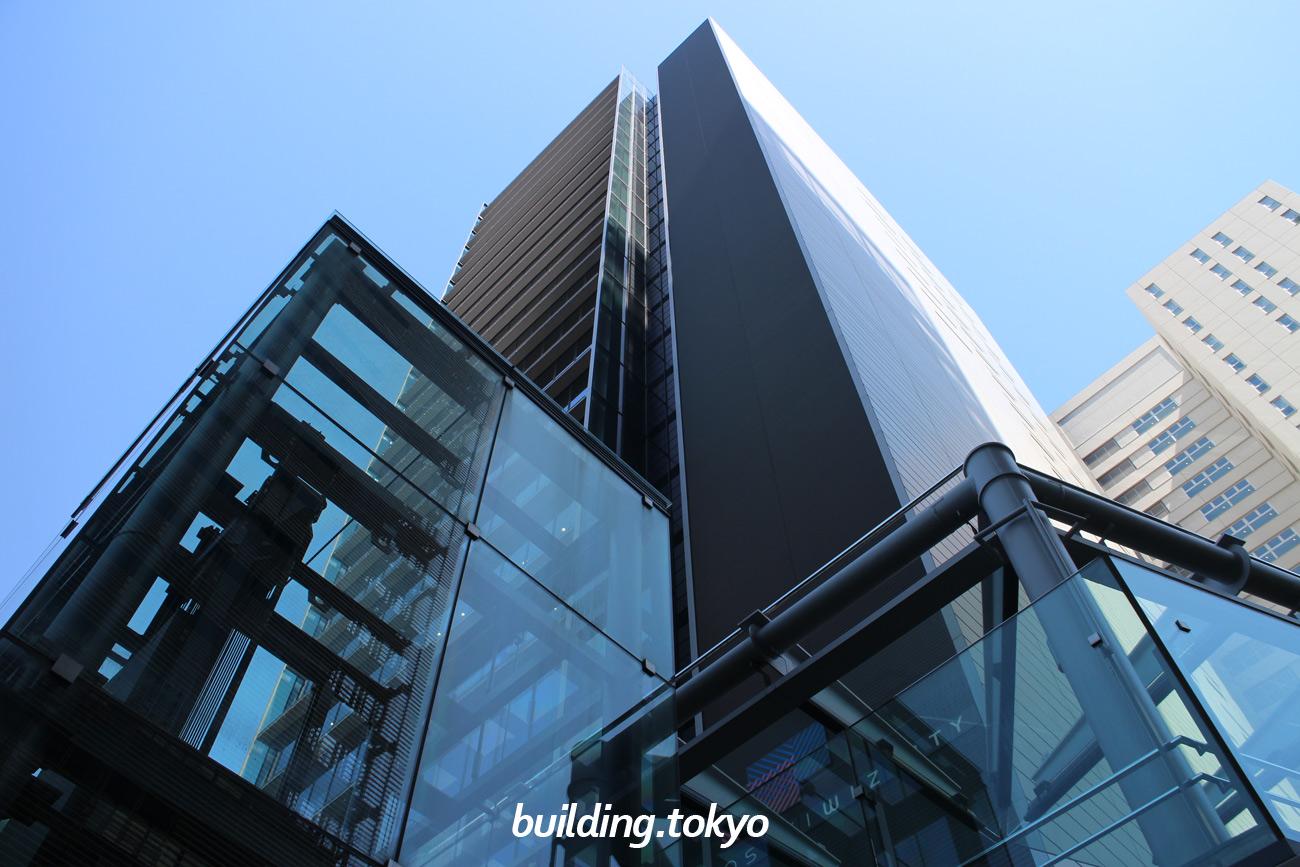 大崎ウィズタワーは、大崎ウィズシティ内にある地上24階、地下2階、塔屋1階、高さが約110mのオフィスビルで、JR各線「大崎駅」下車、歩行者デッキで徒歩4分の場所にあります。
