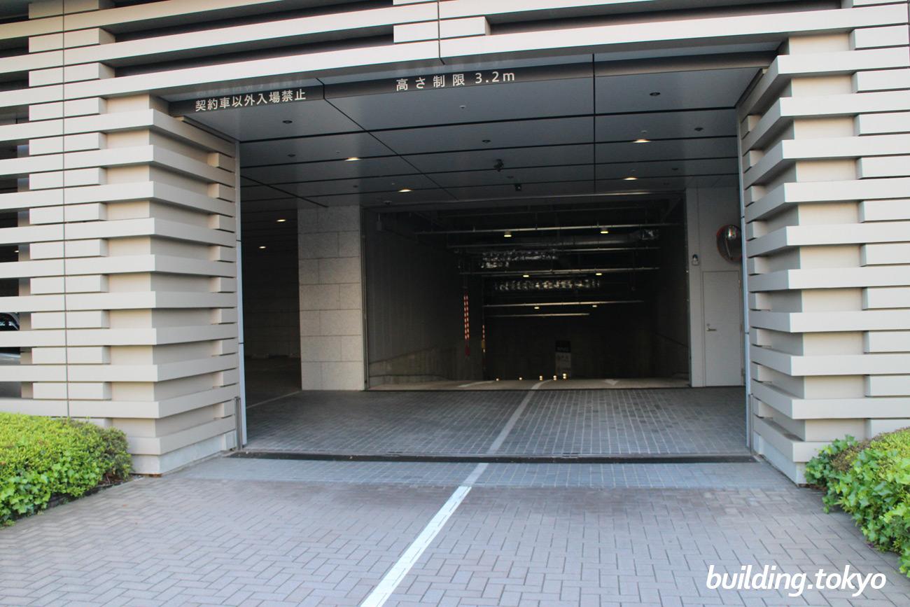 大崎ウィズタワー、駐車場入り口。