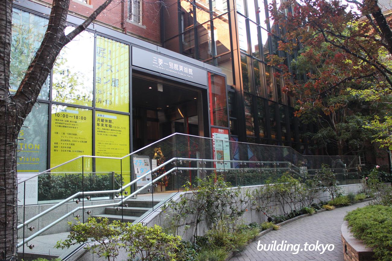 丸の内パークビルディング、三菱一号館美術館入口。