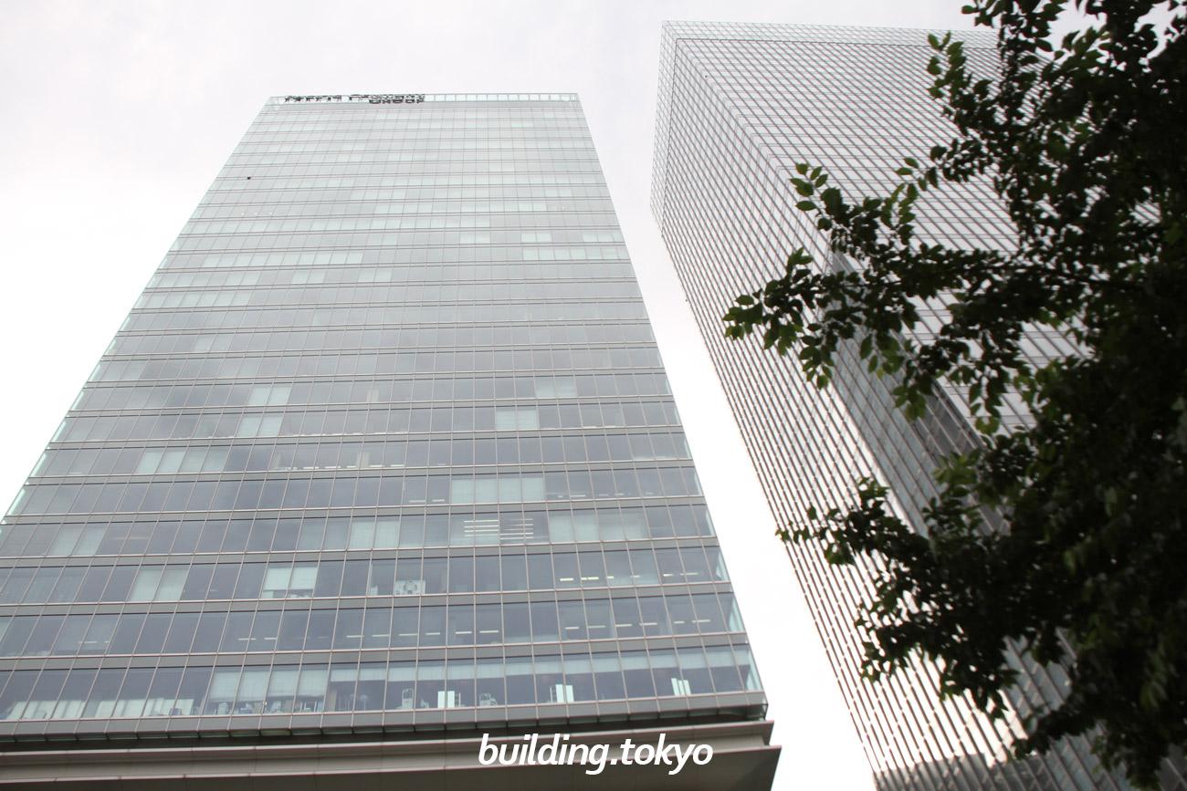 パシフィックセンチュリープレイス丸の内。右側のビルは「グラントウキョウサウスタワー」です。