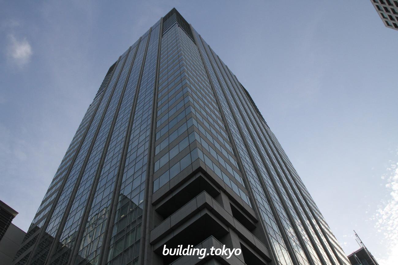 サピアタワーはJR東京駅に直結したビルで、Sapia Tower/サピアタワーの意味は、sapience(知恵)に場所を表す接尾語(-ia)を付し、あらゆる知が交流する場所を表現しています。27階~34階は、ホテルメトロポリタン丸の内です。