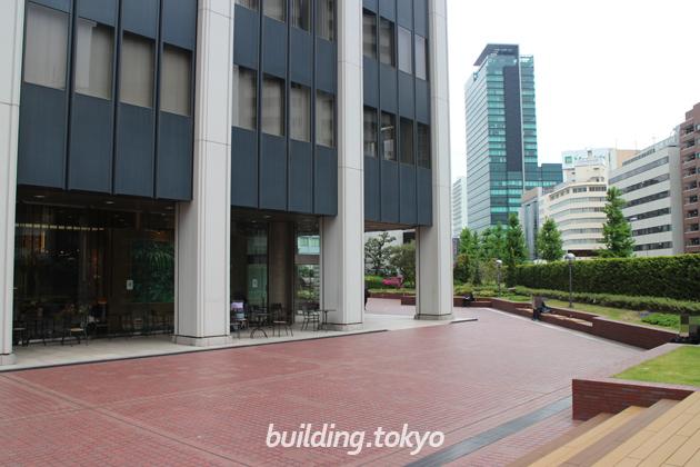 渋谷クロスタワー広場。