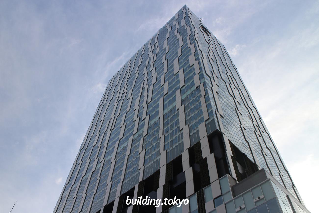 渋谷ストリームは、東急東横線の旧渋谷駅ホーム南側の路線跡地や周辺を活用した大規模複合施設です。4階と9階から13階に「渋谷ストリーム エクセルホテル東急」が入居し、4階から6階がホール、1階から3階は商業ゾーンになります。