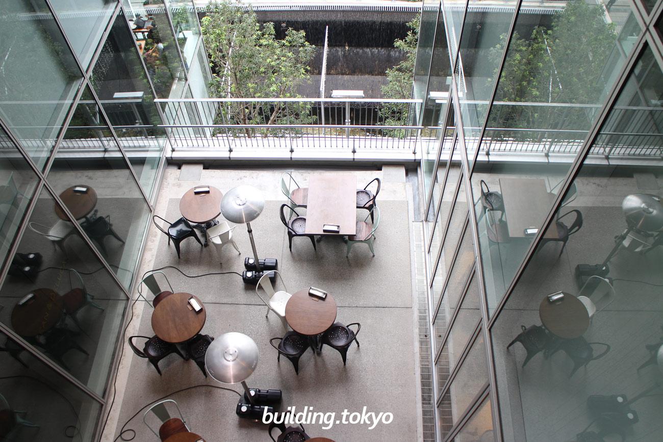渋谷ストリーム、3階から見た2階のカフェの様子。