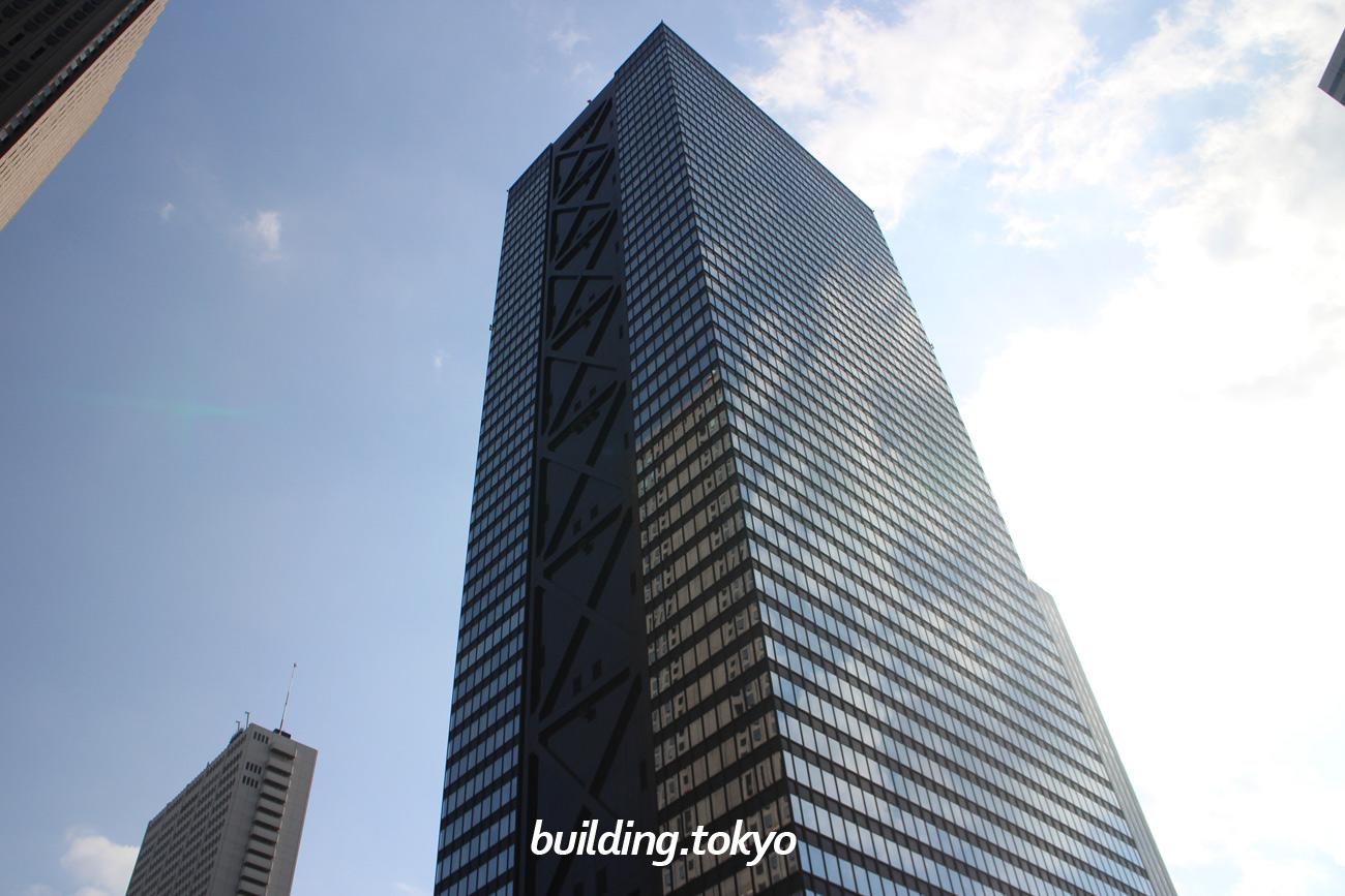 新宿三井ビルディング。