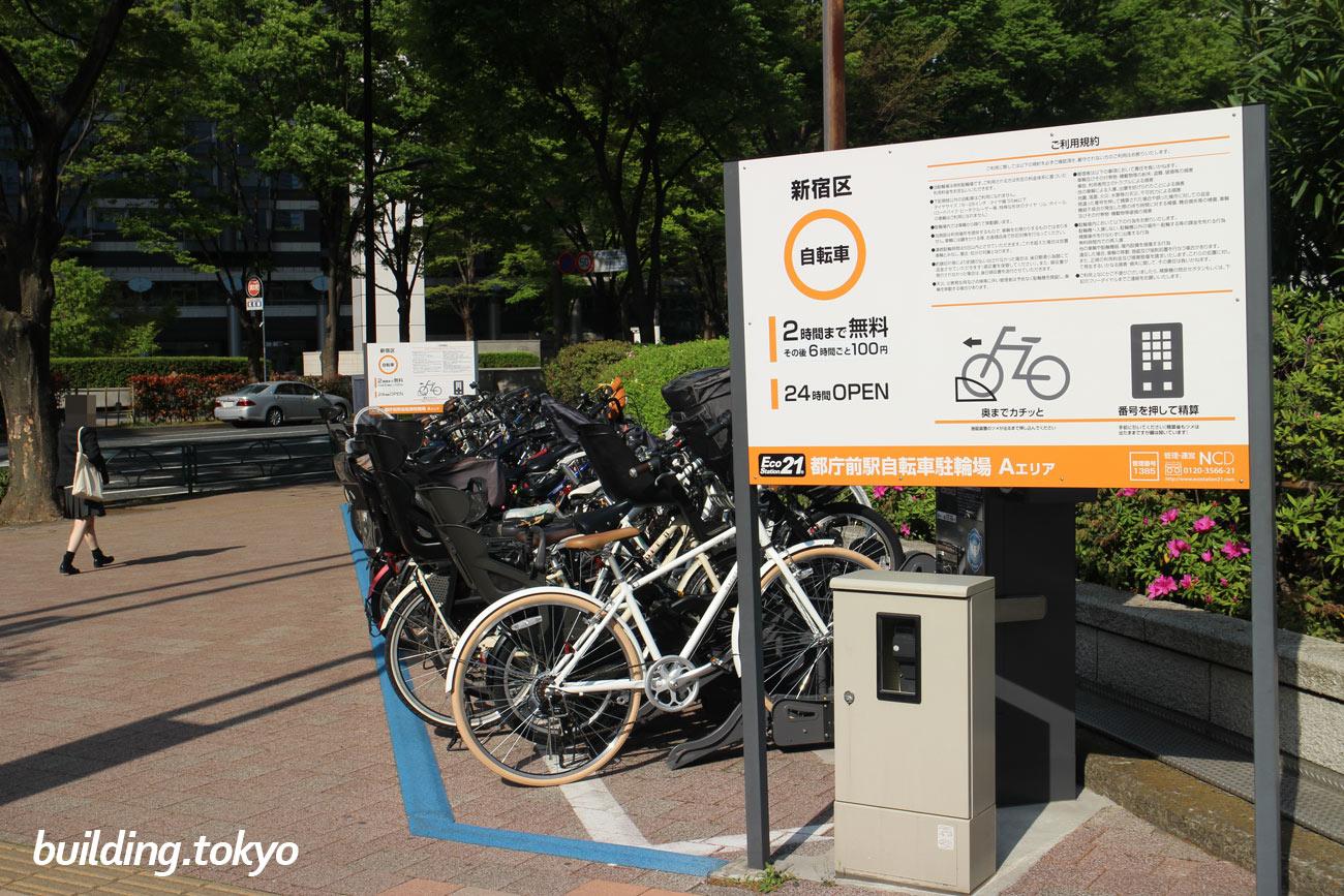 新宿三井ビルディング正面玄関に向かって右側角に自転車駐輪場がありました。