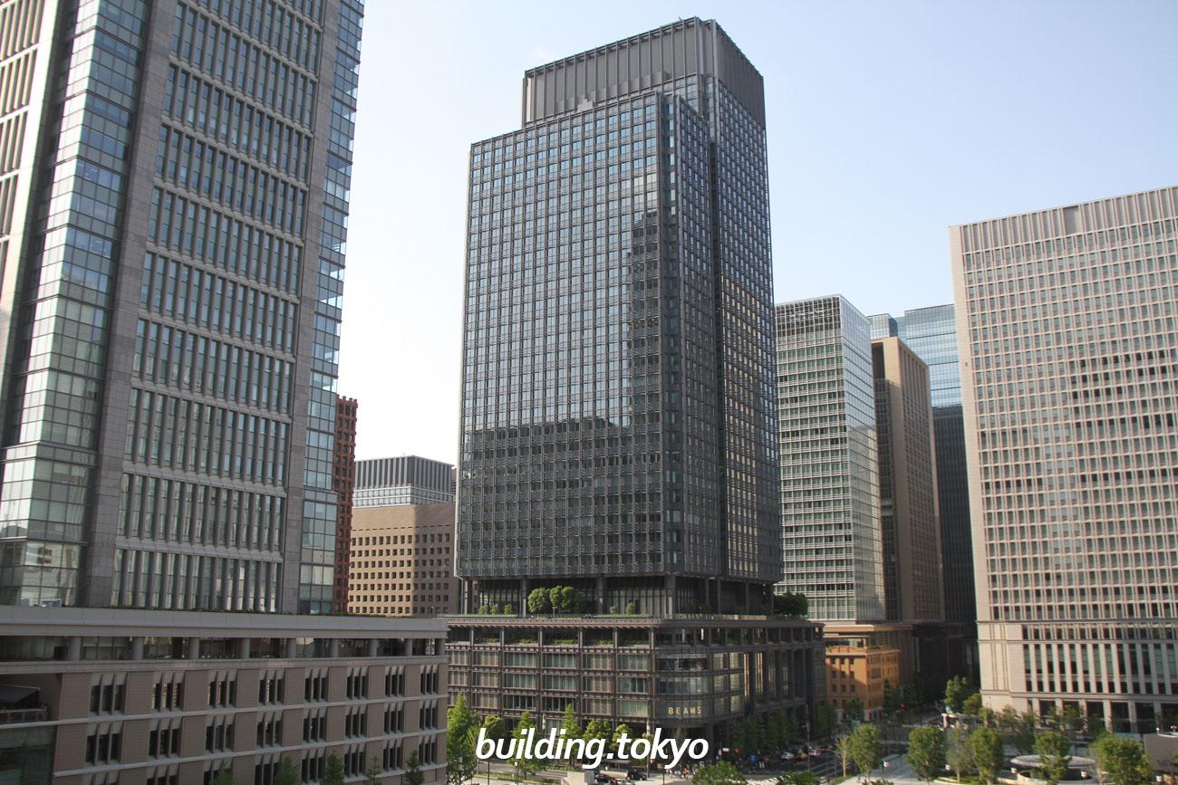 左が丸の内ビル、真ん中が新丸の内ビル、右が日本生命丸の内ビルです。JPタワーのKITTEガーデンから撮影しました。
