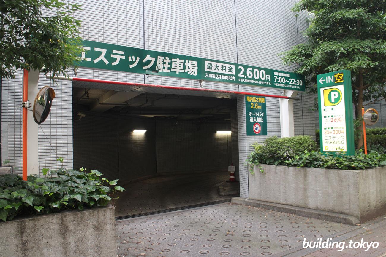 エステック情報ビル、駐車場入り口。