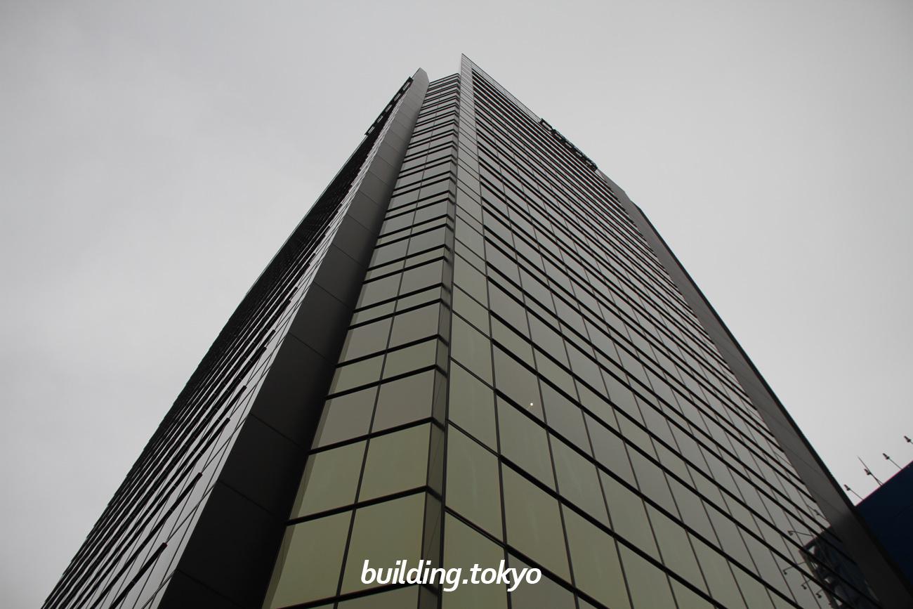 住友不動産秋葉原ビルは19階建てのビルで、3階から19階はオフィス、地下1階から2階は展示会やイベント会場にもなる「ベルサール秋葉原」があります。アクセスは「秋葉原」駅から徒歩3分、6駅8路線利用可能と立地に恵まれています。