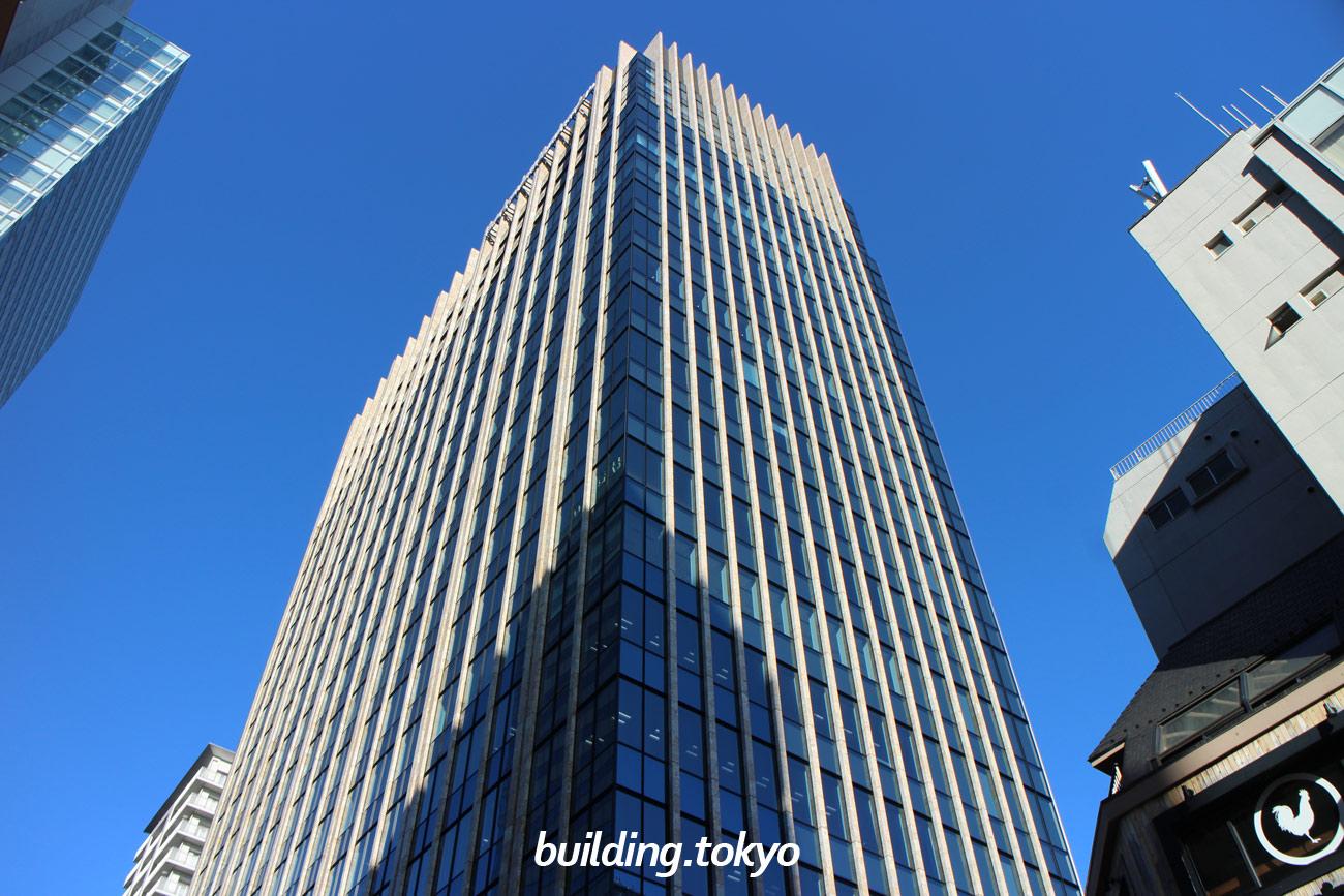 住友不動産秋葉原駅前ビルは、18階から20階が免震マンションの『グランヴィスタ神田練塀町』、2階から17階がオフィスになっています。