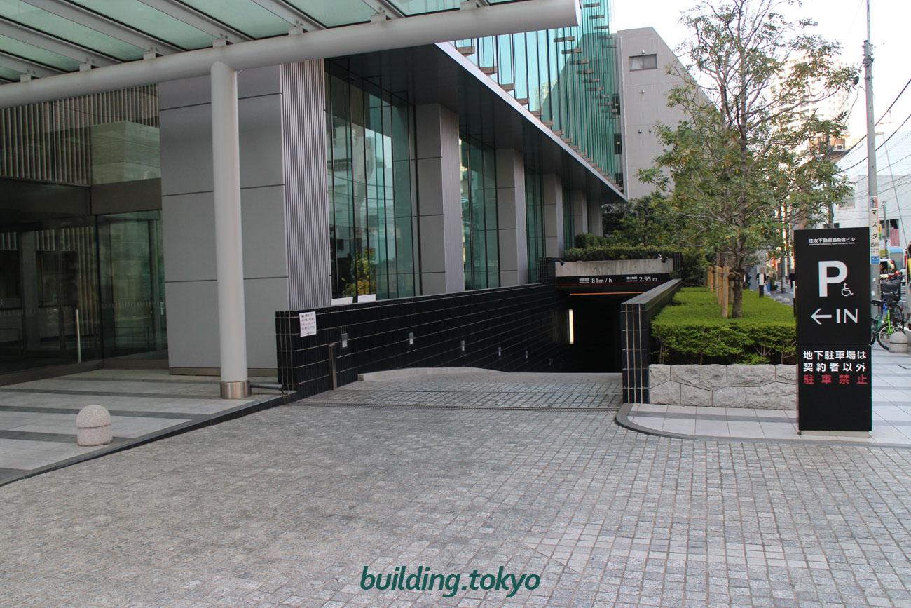 住友不動産西新宿ビル。契約者専用駐車場です。