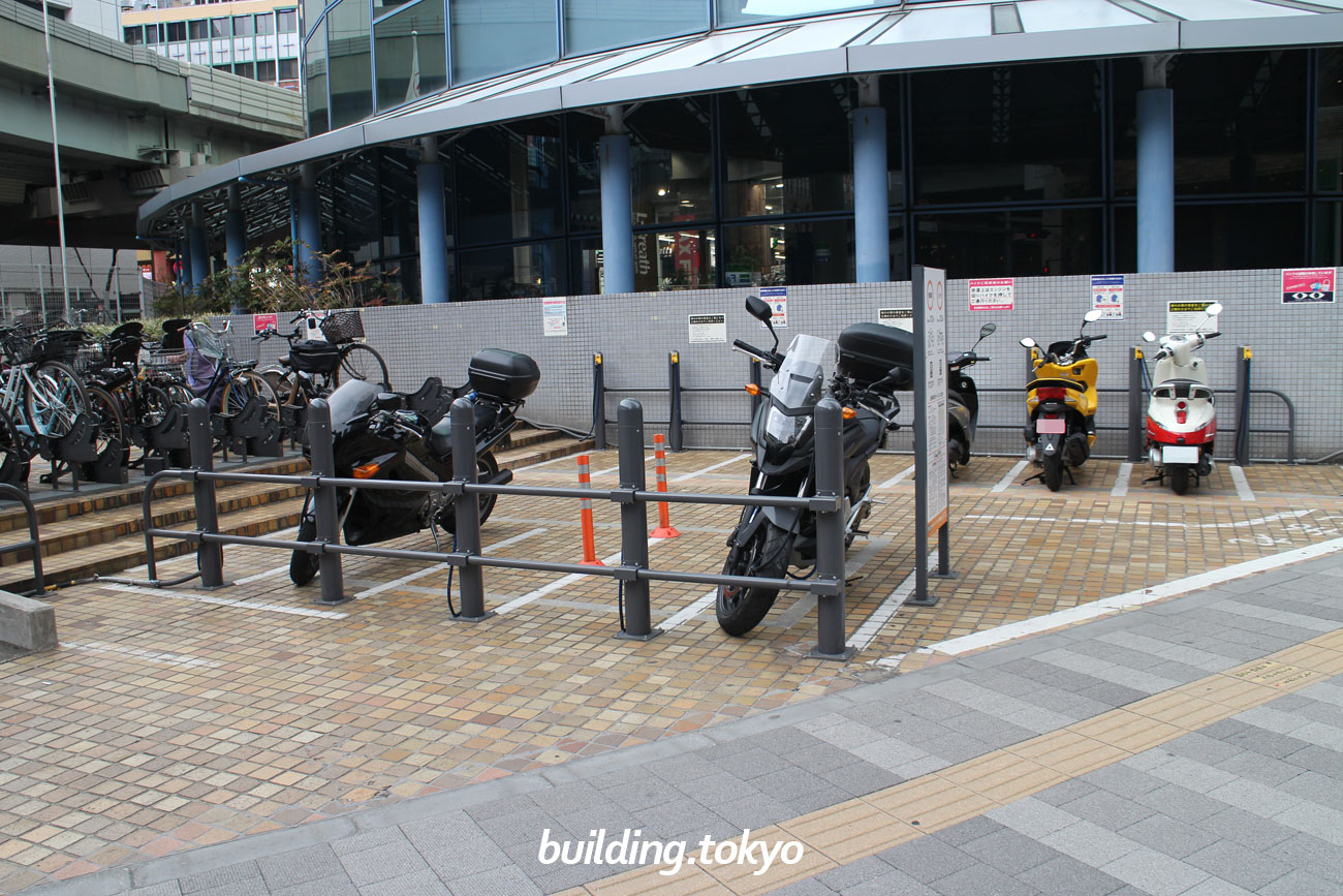 サンシャインシティ西駐輪場、バイク置き場の様子。
