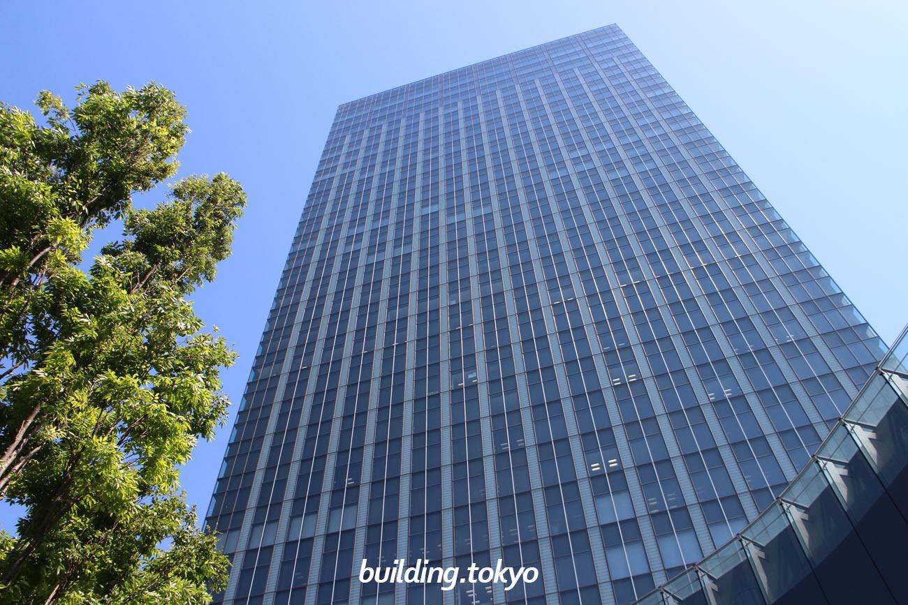 ThinkPark Tower(シンクパーク タワー)は、JR大崎駅南改札口、新西口よりペデストリアンデッキで徒歩2分の場所にあり、3階にはメディカルセンターの「大崎メディカルプラザ」1・2階にはショップやレストランがあります。