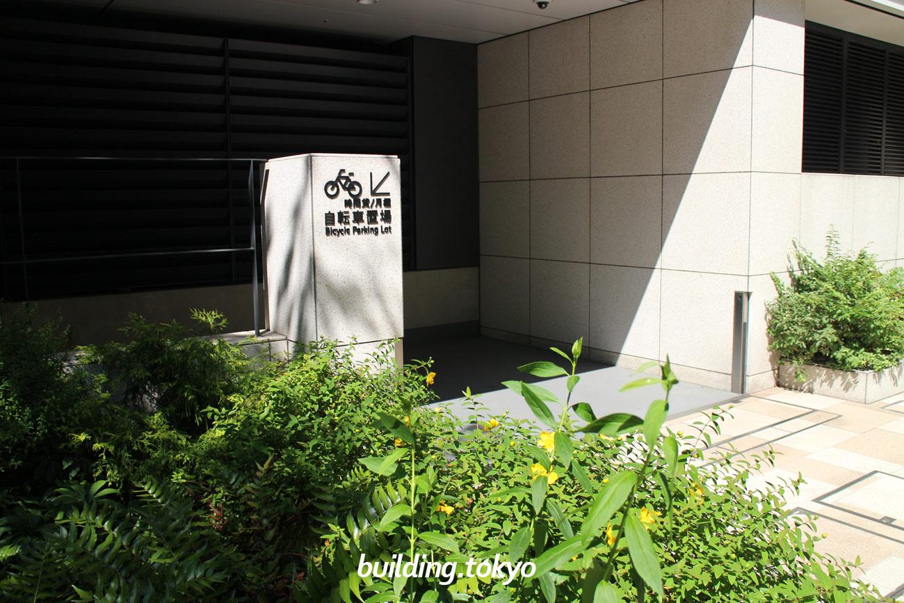 東京スクエアガーデン、自転車駐輪場案内。
