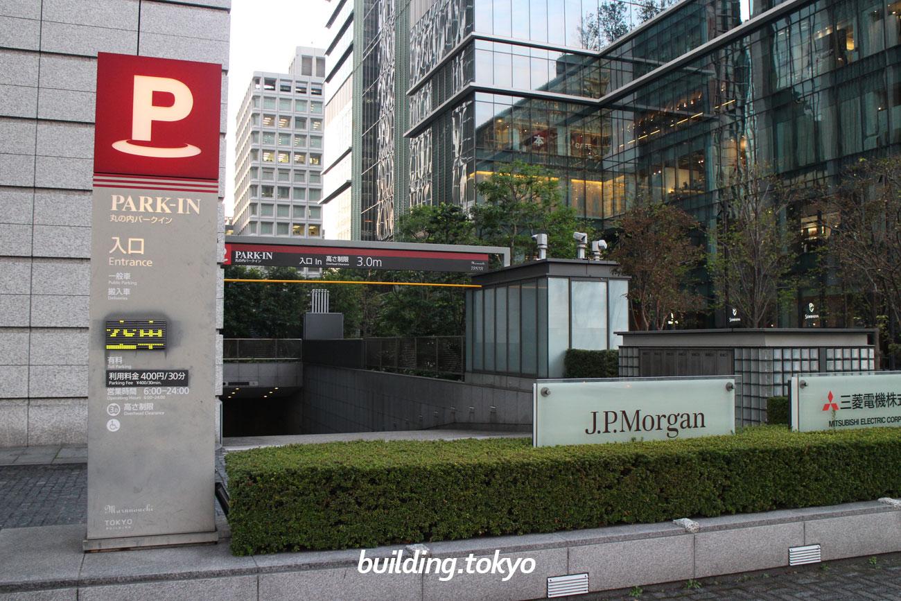 東京ビルディング、駐車場入り口の様子。