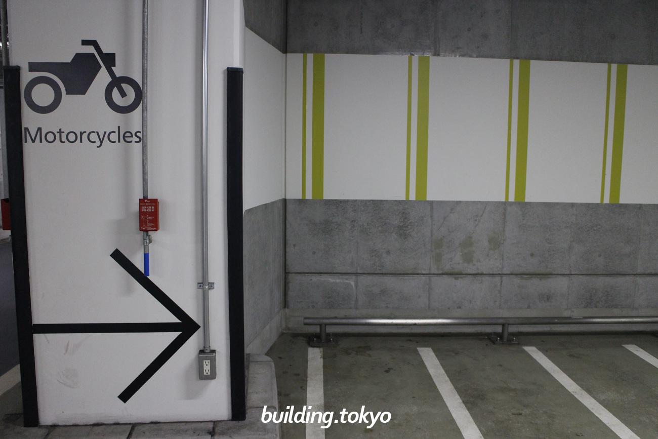 ミッドタウン・タワー、バイク駐車場。