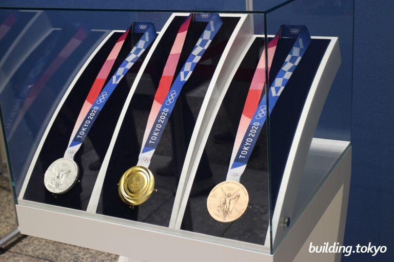 東京2020オリンピックメダルの展示|東京都庁第一本庁舎