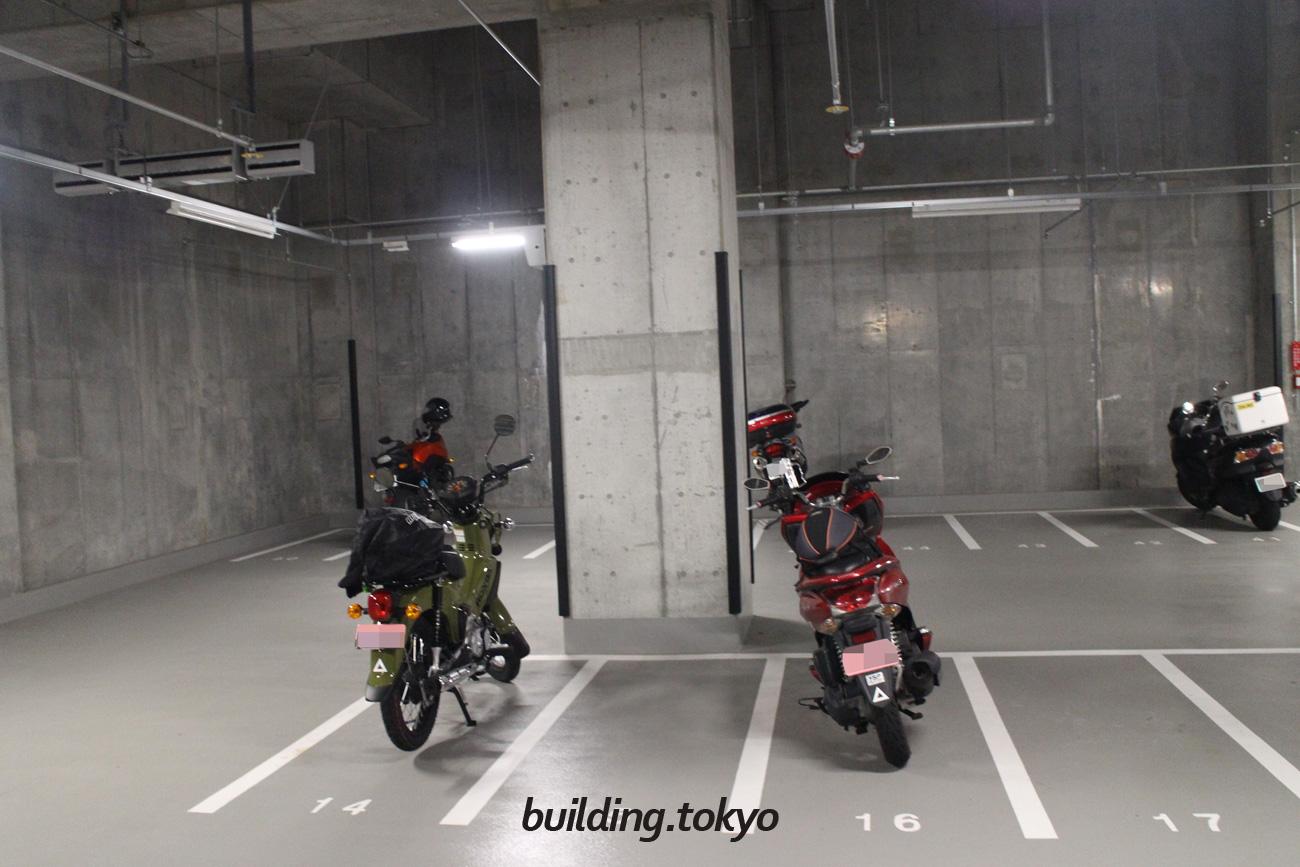 虎ノ門ヒルズ森タワー。バイク駐車場。
