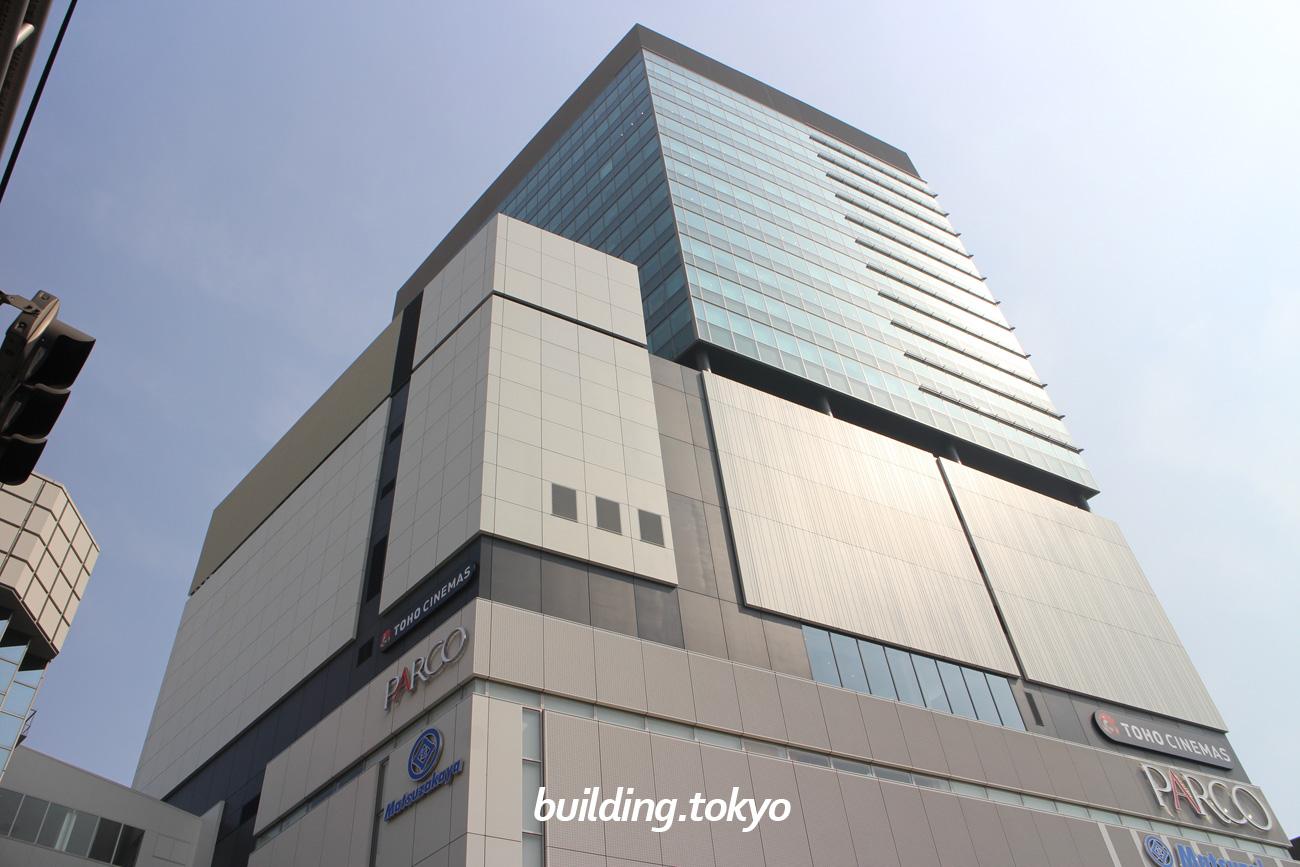 上野フロンティアタワーは、松坂屋上野店南館跡地に建てられ、地下1階には「松坂屋」、1階から6階に「PARCO_ya上野」、7階から10階に「TOHOシネマズ上野」が入居し、12階から22階がオフィスになります。