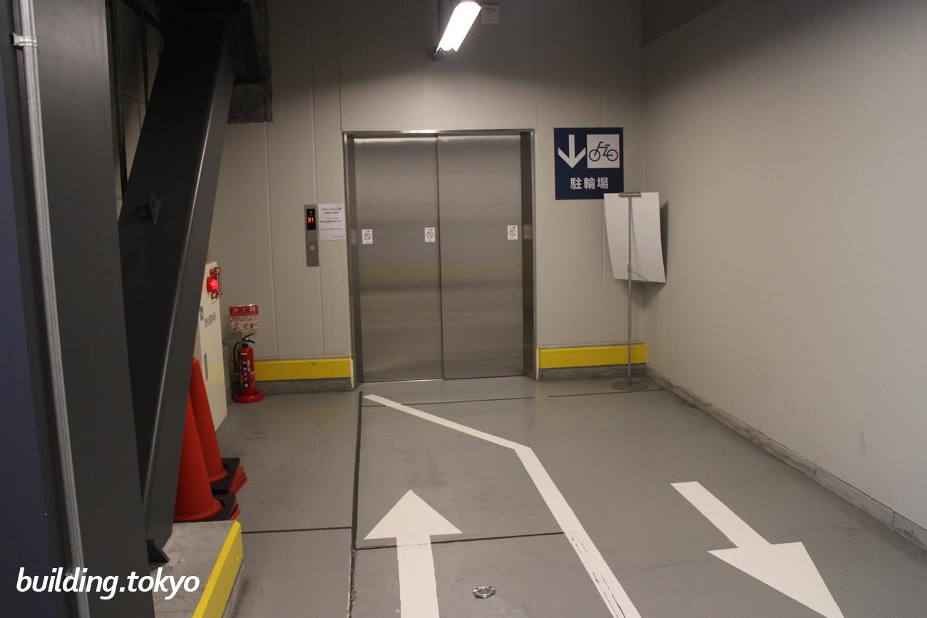 入り口を曲がるとエレベーターが見えます。