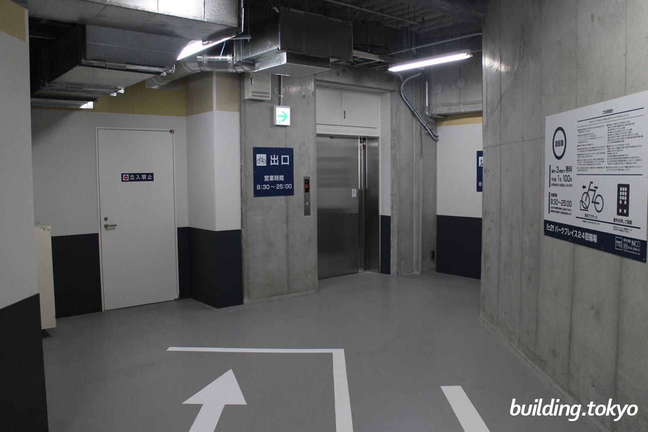 地下の出入り口は、このような感じです。