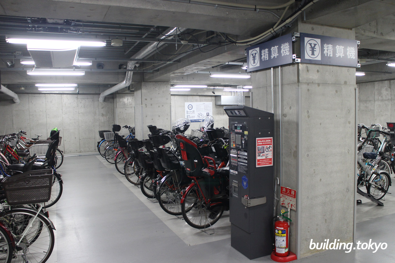 自転車駐輪場と精算機です。